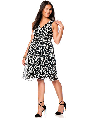 Macy's. Macy's offers a limited, but on trend, stock of plus size maternity clothing. Most of the styles are appropriate for daily wear and you can find so many items on sale!