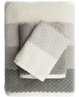 Caro Home Paloma Diamond Stripe Bath Towel