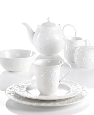 16-Piece \ Crest\  Dinnerware Service · Lenox ...  sc 1 st  French-Luxury.com & Dinnerware with classic French style for relaxed elegance.