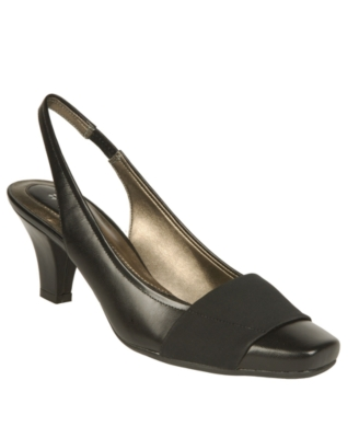 "Naturalizer ""Question"" Pump Women's Shoes"
