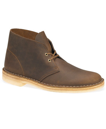 Desert Boots. Wear desert boots to work and to weekend events for a versatile style. Match the boots to a pair of jeans and a nice looking tee-shirt to create a well put together ensemble. Arrive to a weekend outing looking handsome in boots that suit your overall look.