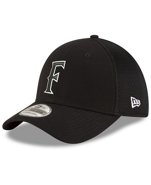 New Era Cal State Fullerton Titans Black White Neo 39THIRTY Stretch Fittted Cap