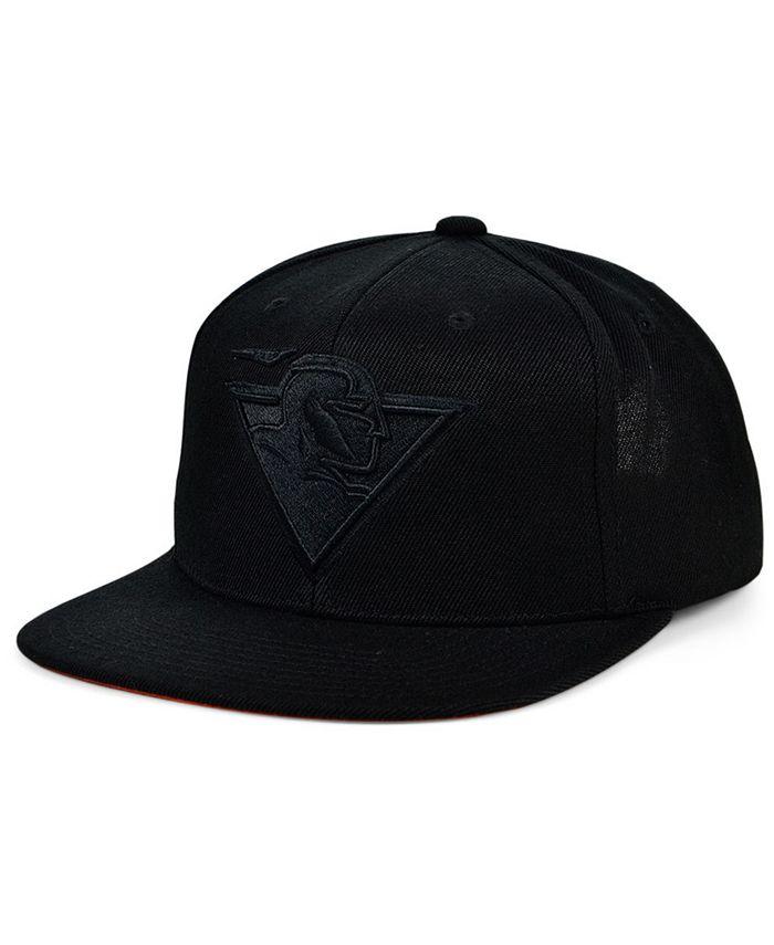 Mitchell & Ness - Under The Black Snapback Cap