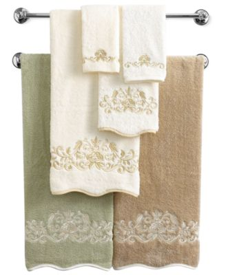 "Avanti Bath Towels, Venetian Scroll 12"" x 18"" Fingertip Towel"