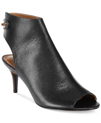 Since , Frye offers the finest quality leather boots, shoes and bags. Shop the newly launched clothing collection. FREE shipping and returns.