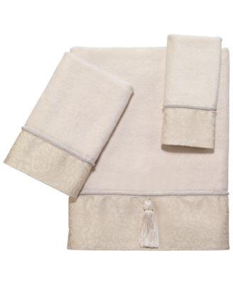 Manor Hill Bath Towel