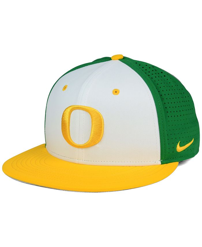 Nike - Oregon Ducks True Vapor Fitted Cap