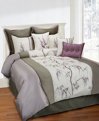 CLOSEOUT Brisbane 8 Piece Queen forter Set Bed in a