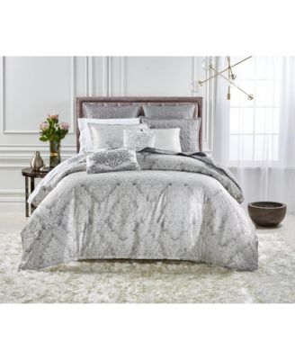Classic Embossed Jacquard Full/Queen Comforter
