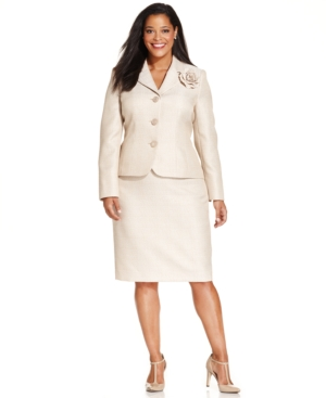 Le Suit Plus Size Tweed Skirt Suit with Brooch