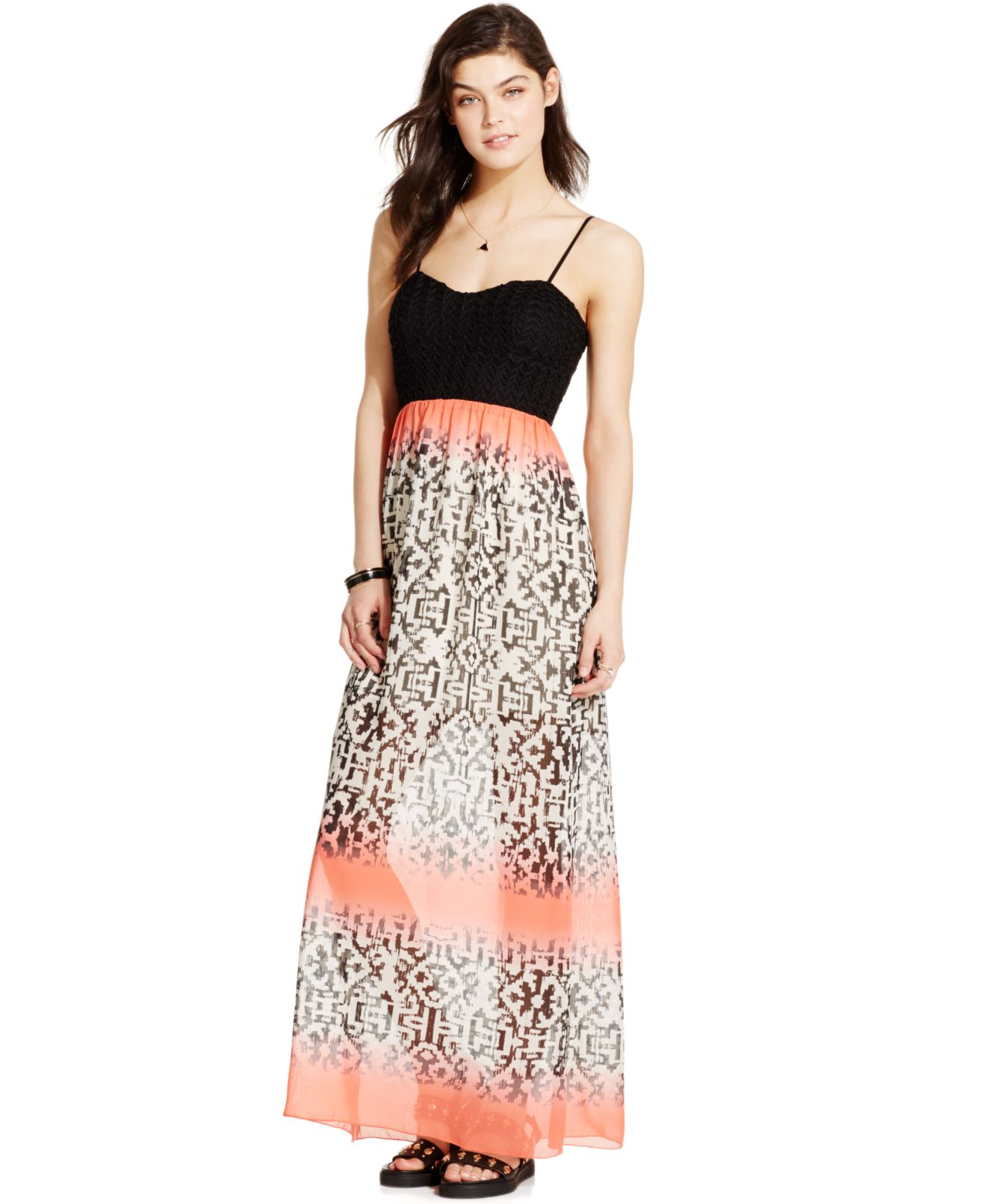 There are so many occasions that require fabulous juniors' dresses, especially in high school and college. In addition to Homecoming, Prom, and various other dances, there's always a party, a dinner, a networking event, or another activity that calls for a stunning dress.
