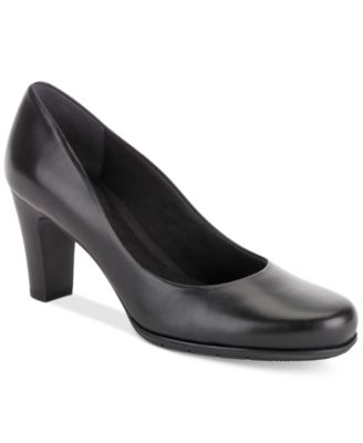 Total Motion Round-Toe Pumps