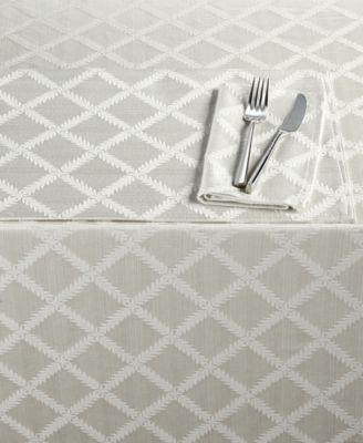 """Laurel Leaf 70"""" x 86"""" Tablecloth"""