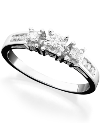 14k White Gold Diamond Round-Cut Three-Stone Ring (1/4 ct. t.w.)