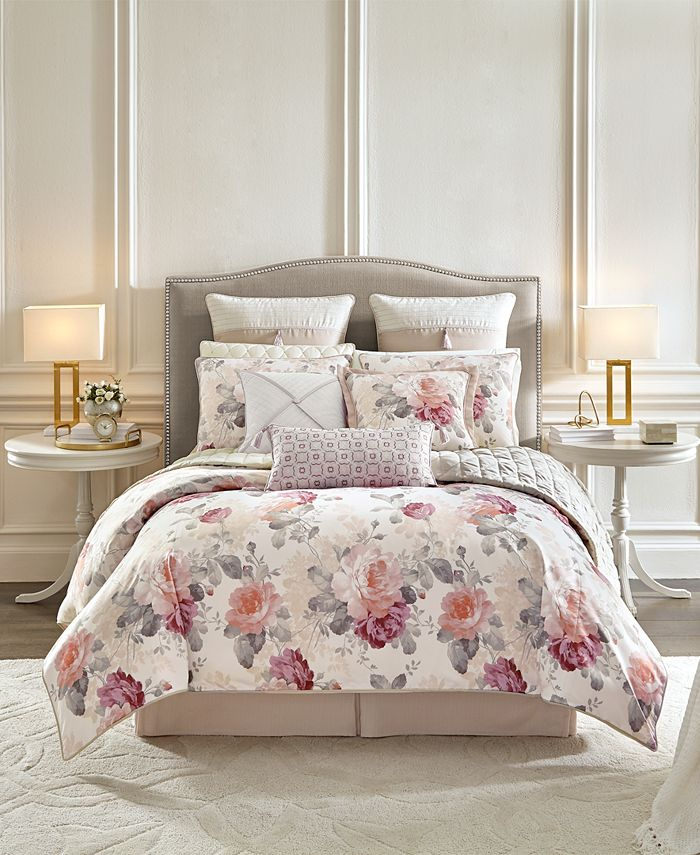 Croscill - Bela Comforter Set