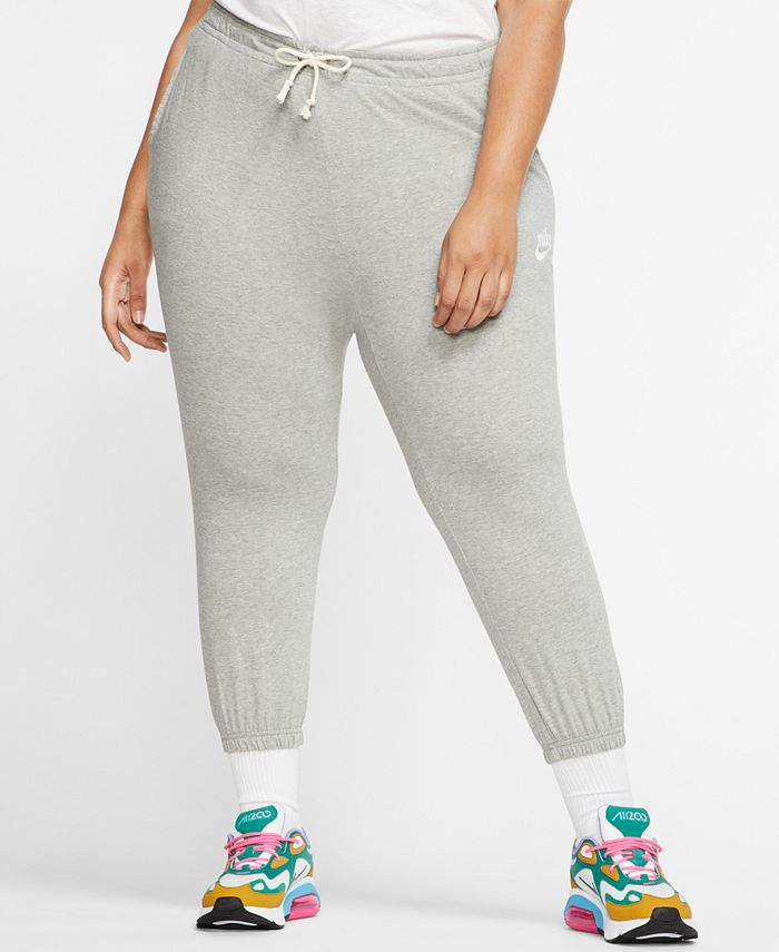 Nike - Plus Size Gym Vintage Capri Pants
