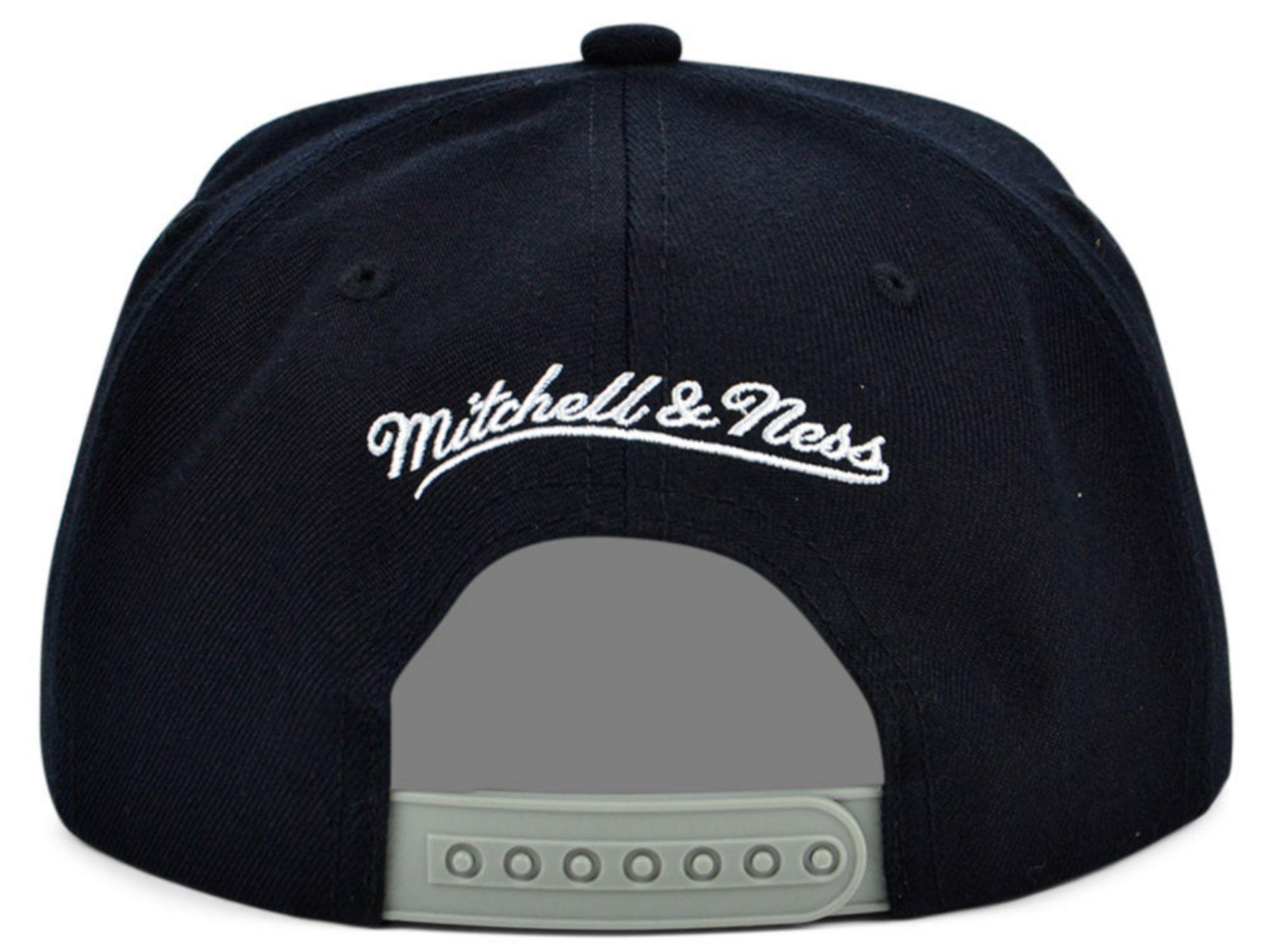Mitchell & Ness Chicago Bulls 2 Tone Classic Snapback Cap & Reviews - Sports Fan Shop By Lids - Men - Macy's