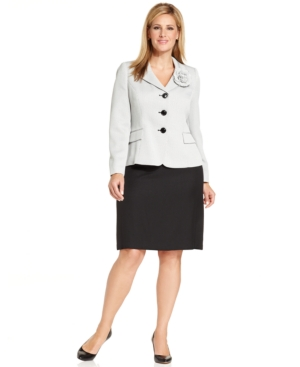 Le Suit Plus Size Tweed Brooch Skirt Suit