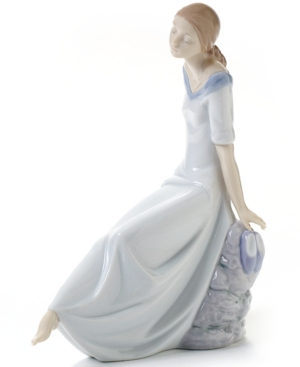 Nao by Lladro Collectible Figurine, Romantic Dreams