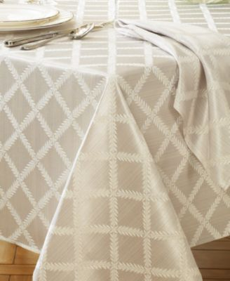 Lenox Laurel Leaf Tablecloth, 70 x 122""
