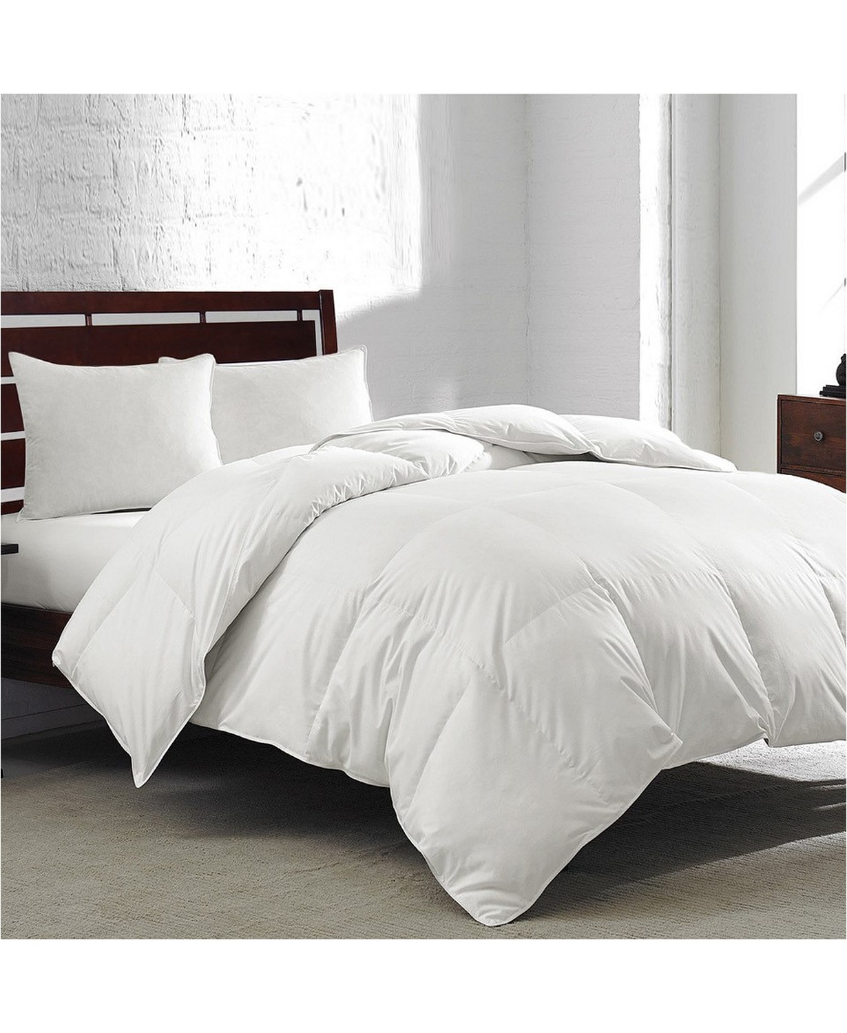 (72% OFF Deal) Goose Feather & Down 240-Thread Count Full/Queen Comforter $44.99